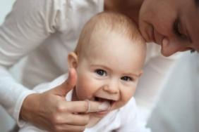bebeklerde diş temizliği nasıl yapılır